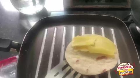 Quesadilla asada con queso y chorizo #LaVerdaderaQuesadilla