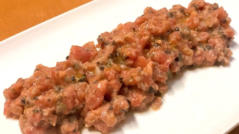 Tartar de tomate y salmón