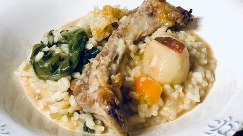 Arroz con costillas y verduras al horno