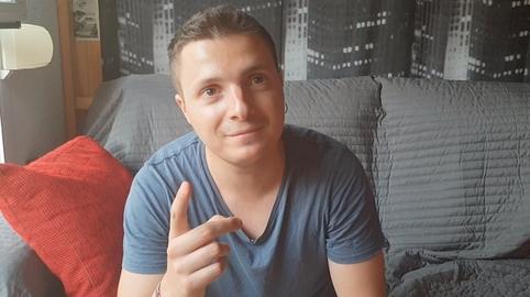 """Antoine (24 años): """"Me han enseñado el respeto y comer bien"""""""