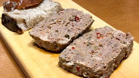 Pastel de carne con aires de tartar
